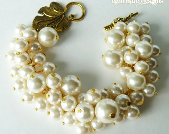 Ivory Cluster Bracelet, Chunky Bracelet, Off White Pearl Jewelry, Bridal Jewelry, Pearl Cluster Bracelet, Wedding Jewelry, Bridesmaids Gift.