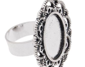 A medium oval ring in silver metal 13 x 18 mm cameo or cabochon.