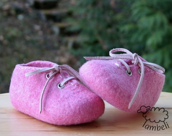 Pink felted baby shoes, Pram shoes, Leather string, Girl booties, Organic wool shoes, Baby gift, Handmade booties, Newborn baby, Infant,