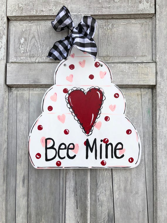 Bee Mine door hanger, Valentine's Day door hanger, Bee classroom sign, Be Mine sign, Bee farm, beekeeper sign, honey bee sign, Bee hive sign