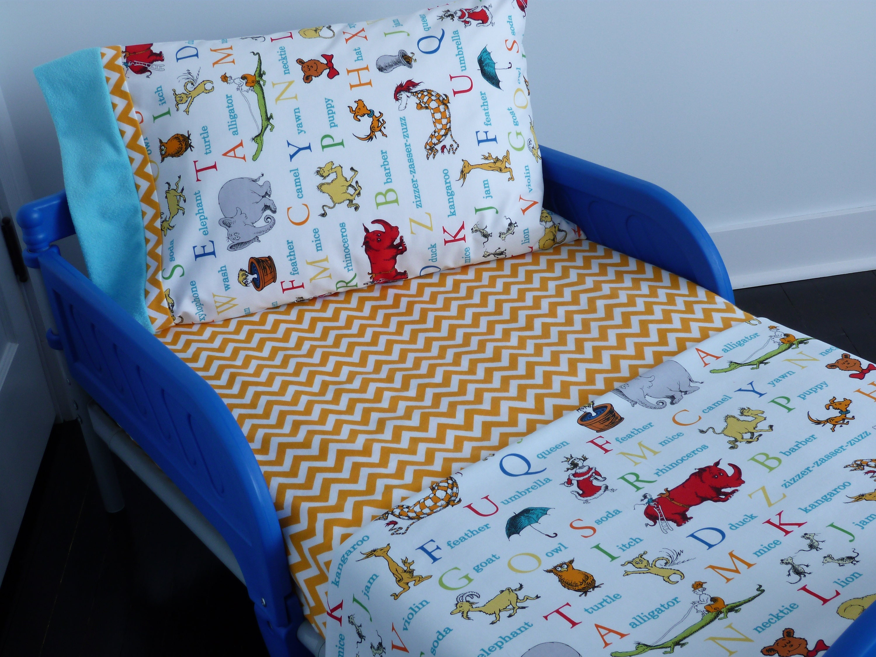 Top Toddler Set/Dr. Seuss Toddler Set/Crib Bedding/Dr. Seuss Crib  JS82