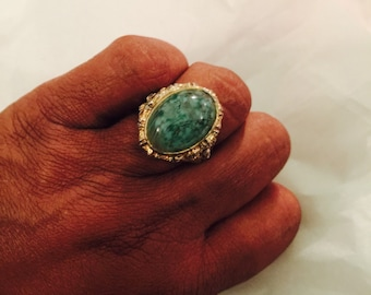 Vintage 70s gold tone green stone ring