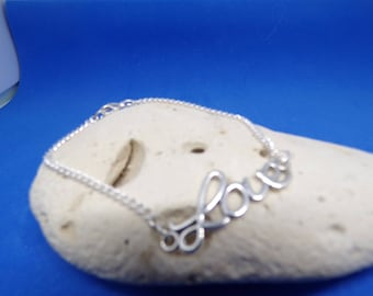Bracelet chain with heart connector