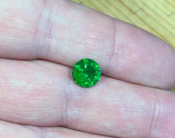 Demantoid 2,2 ct., D-8,01mm