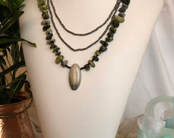 Pebble and pendant necklace set