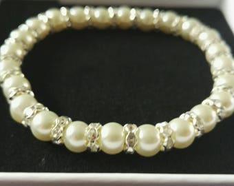 Pearl Mother of the bride bracelet, bridesmaids gift, mother of the bride gift Pearl and rhinestone bracelet