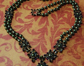 Green Glass Pearl Baroque Necklace