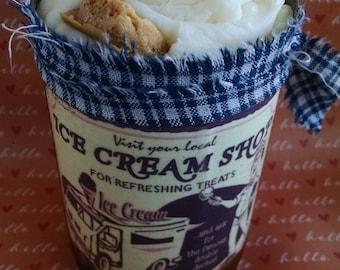 Crème glacée cannelle bougie, primitif Tin Can, épicé, crème glacée Boutique Label, soja cire bougie, boulangerie parfum, parfum doux, étiquette Vintage