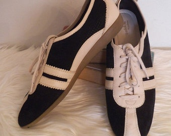 Vintage Two Tone Black Tan Oxfords ~ lace ups ~ Easy Spirit ~ Woman's 9 ~ Comfortable