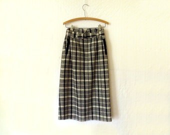 Vintage, Women's clothing, Wool Skirt, Pencil Skirt, Fully lined, mid length, Plaid, white and black, Bofat, Tartan, Sm-Med