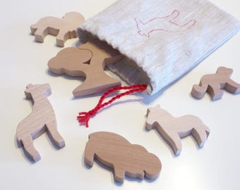 Wooden Toy: 5 animals of the Savannah and a small tree made of wood
