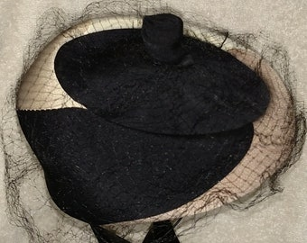 Vintage 1950-60s Pillbox Hat. Tan/Cream/Black.
