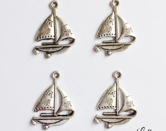 5 sailboat charms - SCS127