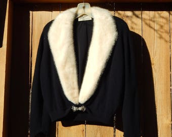 L.A. Schulman Black Cashmere Sweater with Cream-white Mink Fur Collar and Elegant Clasp