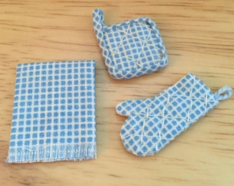 Miniature Pot Holder Oven Mitt and Kitchen Towel Set, Blue and White, Dollhouse 1:12 Scale Miniature