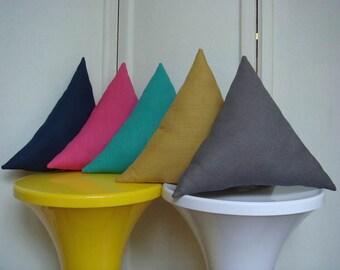 Coussin triangle en lin gris foncé
