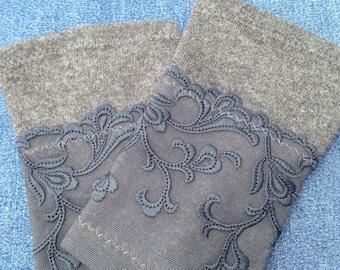 Stulpen aus grauer Merinowolle mit floraler französischer Spitze in Niagarablau für den Arm in Size M