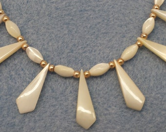 Vintage 1970's Mother of Pearl Shell Necklace