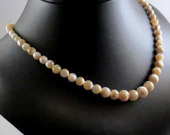 Mother Of Pearl Necklace - Mother Of Pearl Tan Necklace - Mother Of Pearl Ivory Necklace - Graduated Necklace  Round Shell Necklace