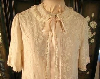 1950s Odette Barsa  Nylon Lace Robe in Pale Pink/Blush......size Medium to  Large