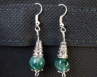 Very delicate earrings with green water reflections gemstone beads