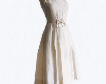 Vintage 80s winter white silk dress/ dupioni silk dress/ raw silk gown/ floral beads/ bow on sash/ Susanne Lively