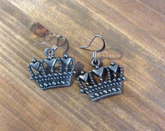 Crown with hearts earrings