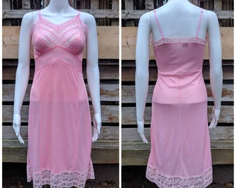 Vintage 1950's LovLee Pink 100% Nylon Slip Small Extra Small Excellent Condition