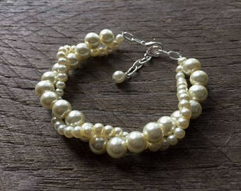 Ivory Pearl Bracelet, Pearl Bridal Bracelet, Wedding Bracelet, Twisted Pearl Bracelet, Simple Bracelet on Silver or Gold Chain