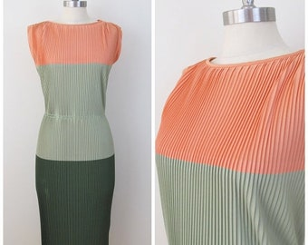 30% Off Sale 50s 60s Minx Modes Peach Green Color Block Accordion Pleat Column Dress, Size Small to Medium