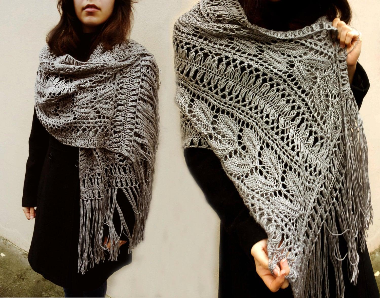 Scialle uncinetto forcella e ferri di lana color grigio