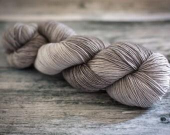 Hand Dyed Yarn - Sturdy Sock 4ply, Superwash Wool/Nylon 75/25 - Fade to Grey