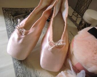 Vintage ballet shoes en pointe shoes apricot shabby JDL