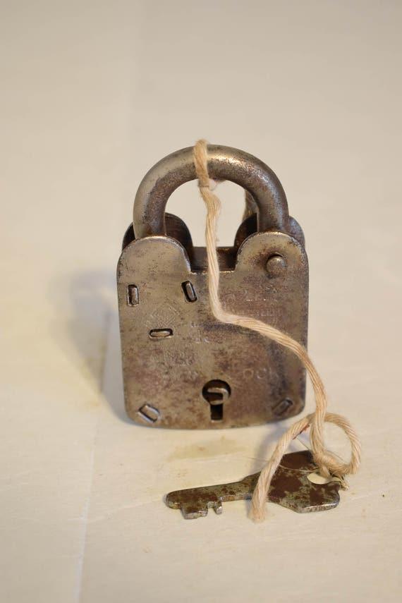 India Padlock Large Hand Fordged Metal Handmade Trunks Locker Paperweight Metal Drawers Cabinets  Key Lock