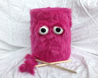 Les enfants tambour - fourrure rose à la main respectueux de l'environnement Durable amusant plus cool marche marionnettes tambour pour enfants «BOOM BUDDY»