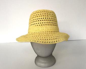 Vintage yellow woven bucket hat