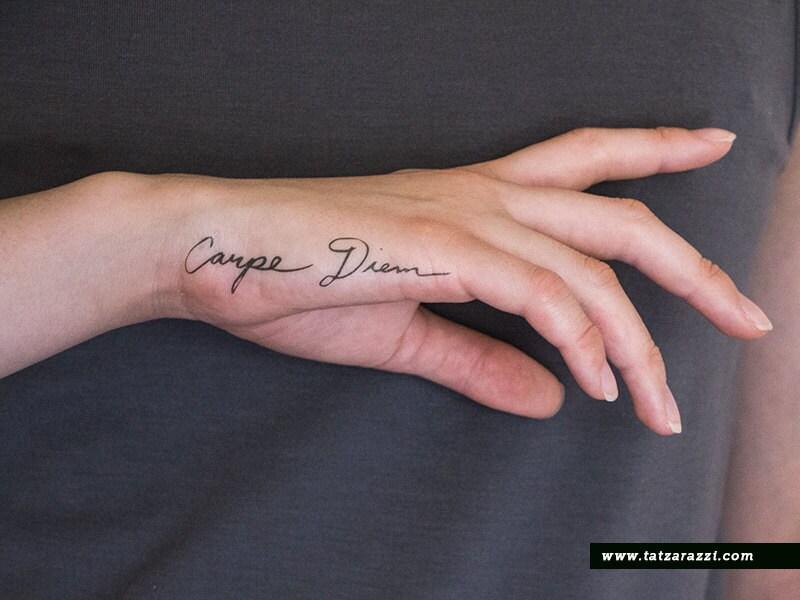 Favorito Carpe Diem latino calligrafia corsiva falso tatuaggi TI46