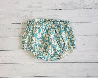 Blue and white daisy fully lined ruffle bloomers in 100% cotton Sizes age 18-24 months