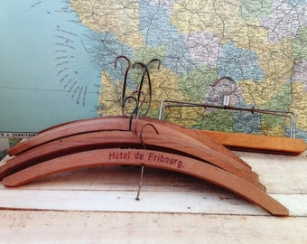 Set of 7 Vintage wooden hangers - french
