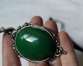 Short necklace with huge pendant Gothic green agate