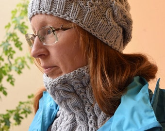 Hand knitted neck warmer and hat made of 100% merino wool