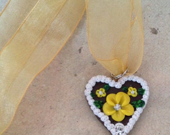 Heart necklace with yellow flowers