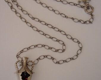 NECKLACE - Collier Art Déco avec pendentif amphore argenté vieilli