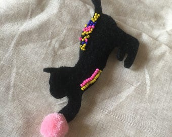 Cat felt brooch pin