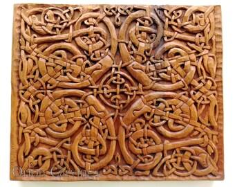 Celtic perros talla en madera, talla en madera hecha a mano, 13,7 x 13,7 en.