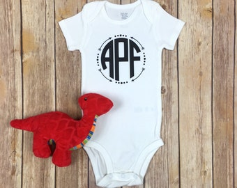 Monogrammed Arrow Bodysuit / Monogram Bodysuit / Initial Bodysuit / Baby Boy Coming Home Outfit / New Baby Gift / Baby Boy Monogram