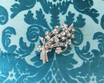 Rhinestone Flower Brooch.Rhinestone brooch.Silver Brooch.Crystal Flower Brooch.wedding dress Brooch Pin.Rhinestone Broach.Flower Bouquet
