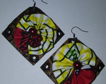 Earring in wax and coconut.
