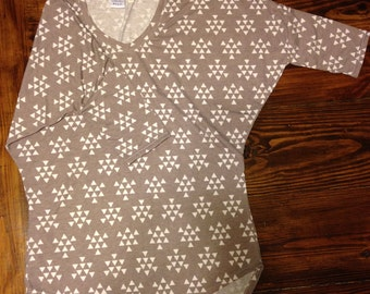 XS Perfect Daily Dolman, White Triangles on Grey