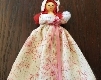 Adorable Vintage Clothespin Doll